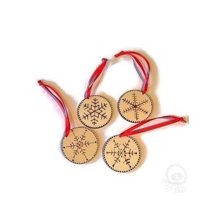 Pirográfozott fa karácsonyfadísz- ÖTLET